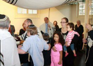 Feestelijk binnenhalen van nieuwe Tora rol in Synagoge 2013